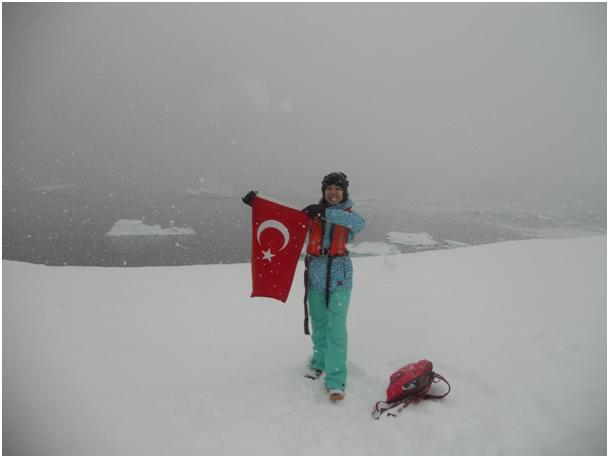 Türk Bayrağımızı Antartika da dalgalandırıyoruz